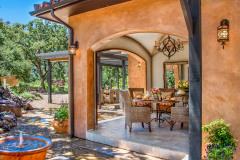 Breakfast-alcove-and-dining-terrace