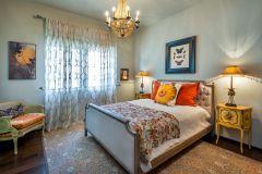 La-Luna-Bedroom